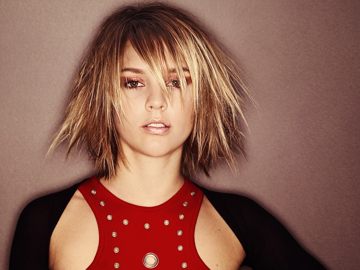 Free Spirited And Trendy Hairstyles With Lots Of Texture Throughout Best And Newest Razor Haircuts With Long Bangs (View 14 of 25)
