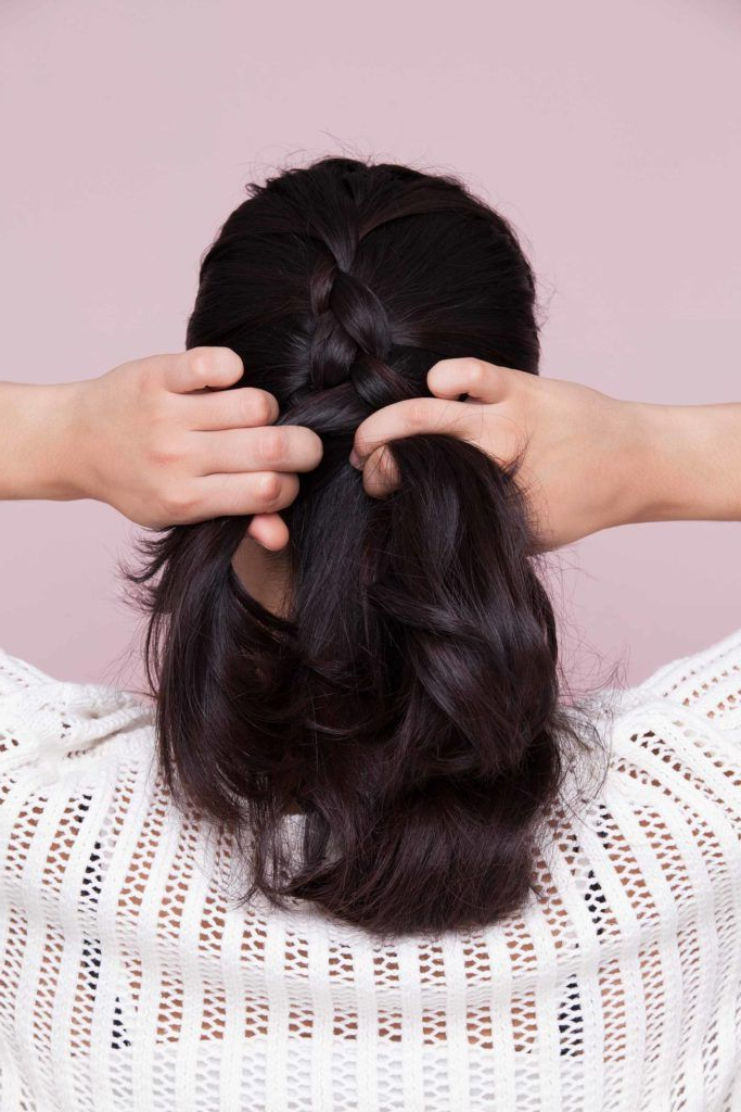 How To Dutch Braid Hair: 5 Ways To Achieve This Style Intended For 2020 Solo Braid Hairstyles (View 17 of 25)