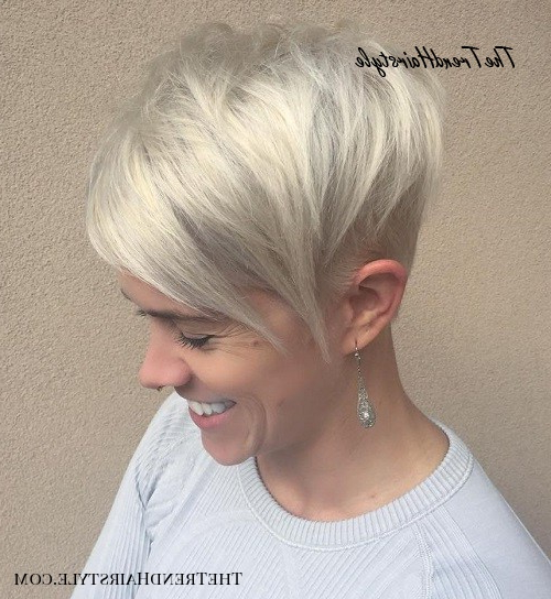 Layered Long Pixie Cut – 60 Gorgeous Long Pixie Hairstyles Inside Best And Newest Silver Pixie Haircuts With Side Swept Bangs (View 14 of 25)