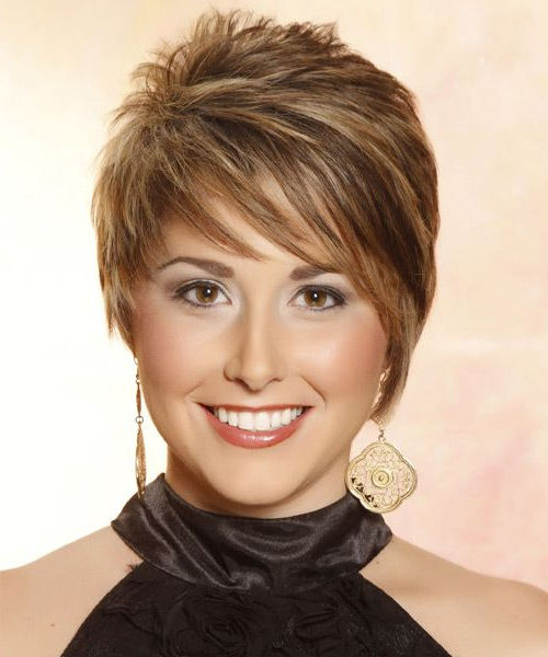 Short Straight Caramel Brunette Hairstyle With Side Swept With Regard To Current Short Side Swept Pixie Haircuts With Caramel Highlights (View 2 of 25)