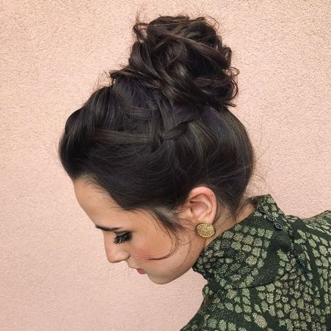 35 Easy And Pretty Top Knot Hairstyles   Top Knot Throughout 2020 Braided Top Knot Hairstyles (View 2 of 25)