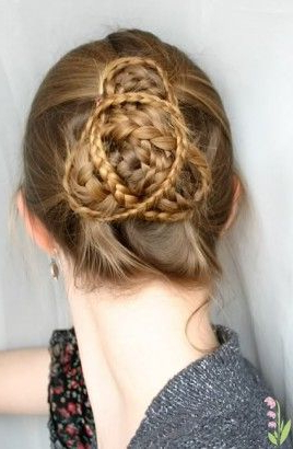 Celtic Knot, Infiny Braids, Trsikel Et Loop Braids Throughout Most Recent Knotted Braided Updo Hairstyles (View 4 of 25)