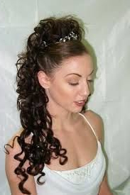 Half Up Half Down Wedding Hairstyles With Tiara And Veil For Most Up To Date Loose Highlighted Half Do Hairstyles (View 19 of 25)