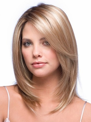 10 Hairstyles That Will Make You Look 10 Lbs Thinner Within Chin Length Bangs And Face Framing Layers Hairstyles (View 6 of 25)