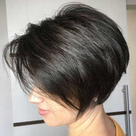 60 Classy Short Haircuts And Hairstyles For Thick Hair Intended For Graduated Bob Hairstyles With Face Framing Layers (View 21 of 25)