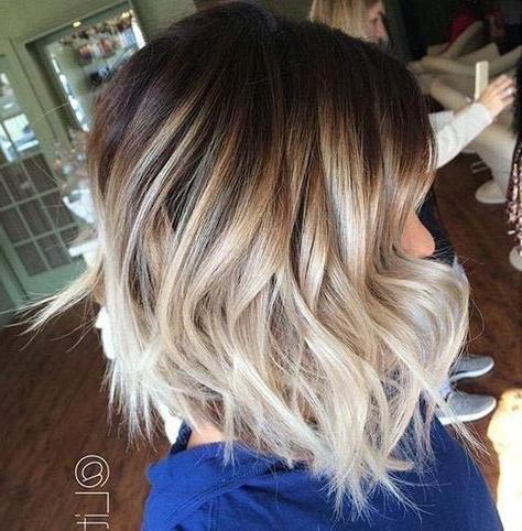 7 Kurze Ombre Frisuren Für Diese Herbstsaison – Frisur Regarding Caramel Blonde Balayage On Inverted Lob Hairstyles (View 5 of 25)