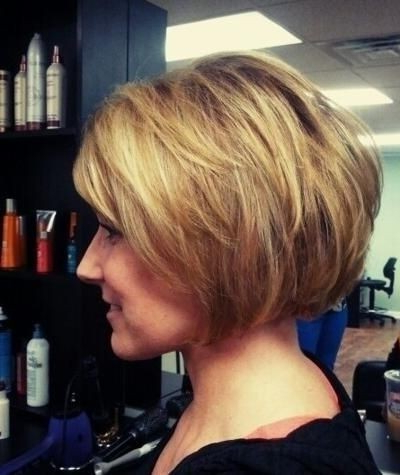 Fabulous Layered Short Haircut For Thick Hair – Hairstyles Within Chin Length Bangs And Face Framing Layers Hairstyles (View 23 of 25)
