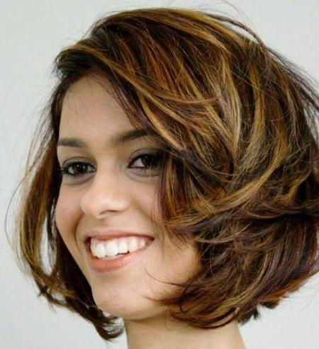 Natürlich Aussehende Haare Highlights Für Kurzes Haar Throughout Shaggy Bob Hairstyles With Face Framing Highlights (View 5 of 25)