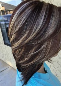 Pin On Corte De Cabelo Inside Short Brown Hairstyles With Subtle Highlights (View 12 of 25)