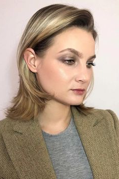 Side Swept Short Hairstyles For Round Faces Layers # Pertaining To Side Swept Face Framing Layers Hairstyles (View 9 of 25)