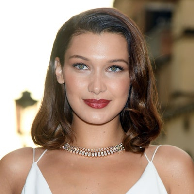 The 10 Most Flattering Haircuts For Oval Faces | Allure Regarding A Shape Framed Haircuts (View 18 of 25)