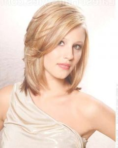 Medium Haircuts For Women With Oval Face