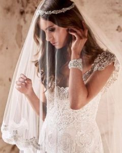 Tender Bridal Hairstyles With A Veil