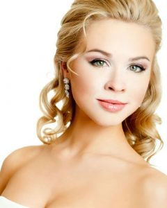 Tender Shapely Curls Hairstyles For A Romantic Wedding Look
