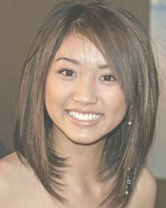 Medium Haircuts For Round Face Women